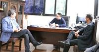 Joamir e Roberto se reúnem com secretário estadual de Desenvolvimento Regional, Marco Vinholi