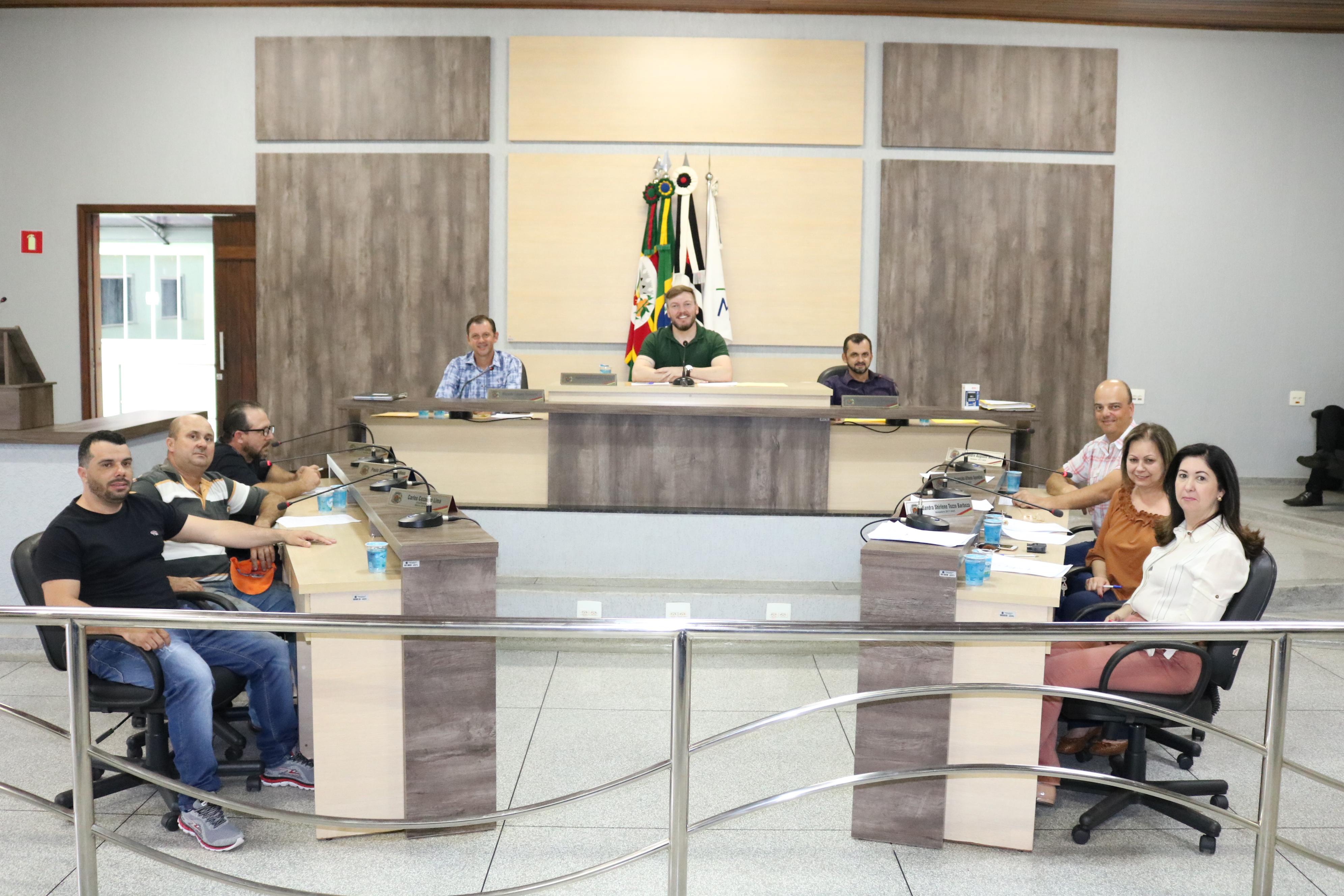"""Vereadores aprovam projeto que institui """"Semana da Mulher"""" em Ariranha"""